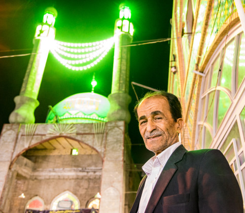 Abbas told me about his family in the U.S. and said his neighbor in Kashan was somehow related to the Sultan Amir Amad (whose neon-lit shrine is in the background). Abbas insisted that I join him for hot tea. That led to meeting the other elderly gentlemen shown in some of the pictures below.